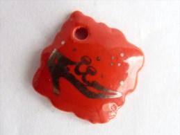 FEVE PUBLICITAIRE DALLOYAU - chaussure sur fond rouge 4 2013