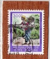 REP. DE COTE-D'IVOIRE  --  FEMME  A   LA  HOTTE  --  **  300  F.  ** --  POSTE 1994  -- TBE - Ivory Coast (1960-...)