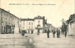 BOURG  LASTIC -    Place De L´église Et Le Monument - Otros Municipios