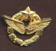 """   ARMÉE De L'AIR ""     Vert Pg15 - Militares"