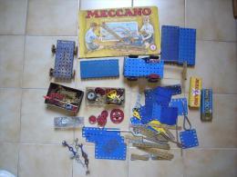 Gros lot de pi�ces meccano anciennes et plus r�centes, notice, outils, plaques vis roues ....