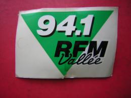 AUTOCOLLANT / AUTO COLLANT   PUBLICITAIRE / PUB   RADIO   94.1 RFM VALLEE - Autocollants