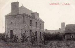 CPA  -  Le  MESNILBUS  (50)   Le Presbytère - France