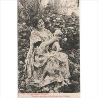 COSTP0639-LFTP4337TFLO.Spain. Espagne.Tarjeta Postal Costumbrista.MUJER TOMANDO FLORES DEL JARDIN - Flores, Plantas & Arboles