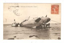 "CPA : 17 - La Pallice - Rochelle : Echouement Du Submersible "" Fresnel "" : Sous - Marin - Remorqieur - Animation - Submarinos"