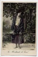 La Marchande De Gui-- N°555  éd BOB---carte Glacée Pas Très Courante---femme Pieds Nus - Autres