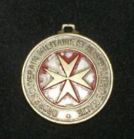 SMOM - VECCHIA MEDAGLIA DEL 1977. LOURDES LE GRAND MAITRE E AU PELERINS DE L'ORDRE - Insegne