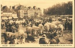 CPA France 71 - Saone Et Loire - AUTUN - La Place Du Champ De Mars Un Jour De Foire - Marché - Bétail - Carte Postale // - Autun