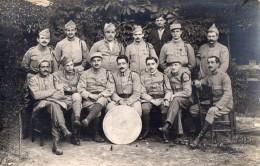 CPA 587 - MILITARIA  - Carte Photo Militaire - Soldats Du 30e Régiment & Autres - Coopérative Divisionnaire Démobilisés - Personnages