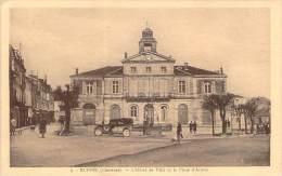 16 - Ruffec - L'Hôtel De Ville Et La Place D'Armes - Ruffec