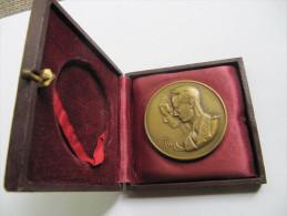 737 Medal 5 Cm Diametre Belgique Medaille  K M Metr Neerhof Gent 1889 Graveur Fishweiller Famille Royale BF - Royaux / De Noblesse