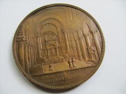 710 Ville De Paris XIV Arrondissement Medaille Bronze 75 Mm Eglise Saint Pierre De Montrouge Architecte Vaudremer - Royaux / De Noblesse