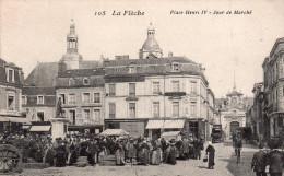 Cpa  72  La Fleche , Place Henri Iv , Jour De Marche - La Fleche