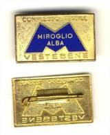 4 X 2,5 MIROGLIO ALBA VESTE BENE COMPLESSO TESSILE MODA VECCHIO  PIN'S TESSUTO LACCATURA DURA BLU Tir 22 - Badges