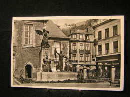 N/s-54 /  Namur -  Dinant, Cour De L'Hôtel De Ville Avec Monument /  Circulé 1956  .- - Vaux-sur-Sûre