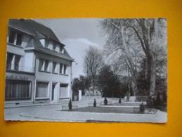 Cpsm  LOUVIERS - 27 - Rue De L´ile - Eure - Louviers