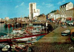 CPM   LES SABLES D'OLONNE    Le Port Et Les Commerces - Sables D'Olonne