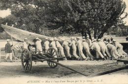 20     AVIGNON    -         MISE  A  L'EAU  D'UNE BARQUE  PAR  LE   7 GENIE - Avignon