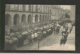 TOP!! SAINT-DIE * AVANT L'OCCUPATION ALLEMANDE * PRISONNIERS ALLEMANDS DEVANT L'HOTEL DE VILLE LE 15 AOUT 1914  **!! - Saint Die