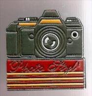 335458-Pin's.Photo.styl.B Ourg-achard.. - Fotografia