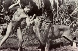 ACTEUR : JOHNNY WEISSMÜLLER Dans TARZAN - CARTE 'VRAIE PHOTO' ROUMAINE / REAL PHOTO ROMANIAN P.C. -> ACIN ~ 1970 (q-356) - Schauspieler