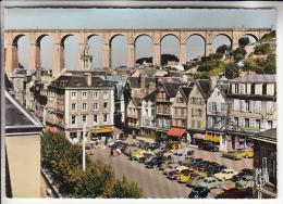 MORLAIX 29 - Place Des Viarmes Et  Viaduc ( Commerces Animation Automobiles ) - CPSM Dentelée Colorisée GF - Finistère - Morlaix