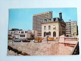 Carte Postale Ancienne : L'ILE SAINT-DENIS : La Mairie Et La Poste , Voitures Années 1960 - Frankreich