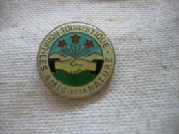 Pin�s de l�Union Touristique des amis de la nature