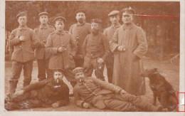 Photocarte Allemande-Militaires Soldats Allemand Et Leur Chien Pose Photo 1915(Guerre14-18)2scans - Guerra 1914-18