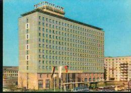 Berlin Hauptstadt Der DDR Hotel Berolina Mit Omnibus Setra Ikarus 1966 - Busse & Reisebusse