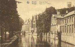 """Old Picturecard Brugges Palais Du Frans, Paleis Van """"'t Vrije"""" - Brugge"""