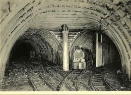 """Charbonnage De Monceau-Fontaine Bifurcation En Cadres Metaliques """"Toussaint"""" 730 M Locomotieve Diesel De 42 CV - Mijnen"""