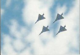 MIRAGES EN ESCADRILLE  SUR CARTE POSTALE - Aviation