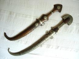 2 COUTEAUX - POIGNARDS ORIENTALES - Armes Blanches