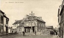 22- ETABLES-  Place Du Calvaire Animée- Hôtel Du Voyage,,, - Etables-sur-Mer