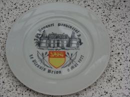 Superbe Assiette Bouquet Provincial  Le Plessis Brion 1977 - Tir à L'Arc
