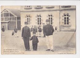 Cpa LA BOISSIERE Orphelinat Militaire Heriot Le Plus Petit Troupier De France - France