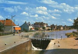 (18)   CHER  ** MARSEILLES-les-AUBIGNY  ** L'ecluse Et Les Bords Du Canal Lateral A La Loire - Autres Communes