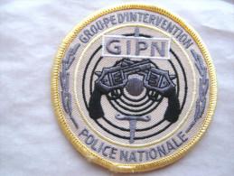 INSIGNE TISSUS PATCH POLICE NATIONALE LE GIPN EN B.V FOND SABLE BORD JAUNE ETAT EXCELLENT SUR VELCRO