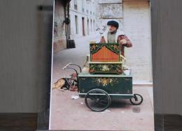 CAEN (14) - M. MORILLON DIT DARIO, TOURNEUR DE MANIVELLE - MARS 1991 - 300 EX./ ETAT NEUF - Caen