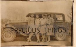 AUTOMOBILE  CARTE PHOTO  AVEC JEUNES FEMMES  DANS LES ANNEES 1920  1930 - Voitures De Tourisme