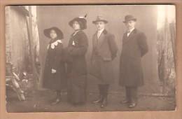 Photo D'une Famille -  Père- Fils Mère Fille - De Habay-la-Neuve ( ?) -  Voir Le Scan Du Dos - Photographie