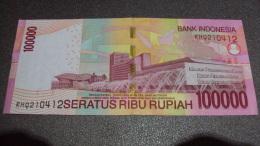 Indonesia 100000 Rupiah UNC Banknote 2011 / 02 Images - Cambodia