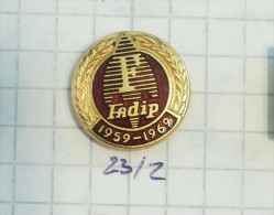 FADIP Becej (Serbia) Auto Car Voiture & Quivogne France / Agricultural Machinery, Agroéquipement Agricole Plow Seeder - Badges