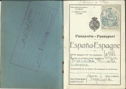 PASAPORTE DE 1924 EMITIDO PARA UNA MONJA NAVARRA QUE VA DE NOVICIA A FRANCIA SELLO FISCAL 5 PTS DIVERSAS MARCAS - Documentos Históricos