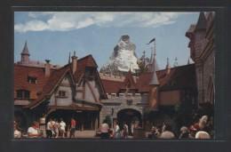 """""""Swiss Village...""""  Al Dorso """"Fantasyland"""".  Nueva. - Disneyland"""