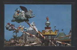 """Flying Dumbo...""  Al Dorso ""Fantasyland"".  Nueva. - Disneyland"