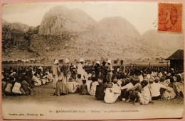 "CPA 60 - MADAGASCAR (SUD) -""KABARY"" OU PALABRE A ANTAMBOHOBE - Postcards"