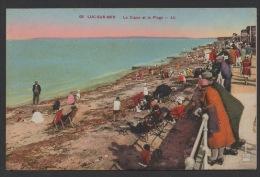 DF / 14 CALVADOS / LUC SUR MER / LA DIGUE ET LA PLAGE / TRES ANIMÉE / CIRCULÉE EN 1935 - Luc Sur Mer
