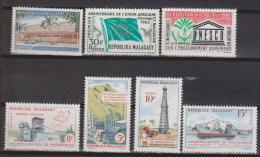 Madagascar  N° 369 à 375   Neufs ** - Madagascar (1960-...)